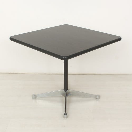 Table par Charles and Ray Eames pour Vitra, pied 4 étoiles