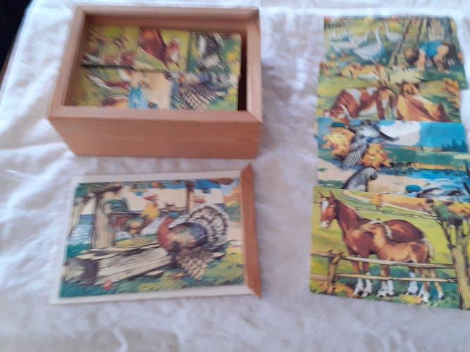 Boîte de 6 cubes en bois avec modéles