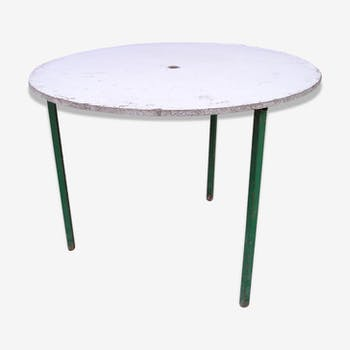 Round garden table metal tripod base and removable tray in chipboard