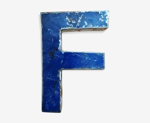 Lettre métal F