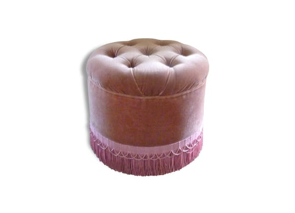 joli pouf en velours rose capitonn ann es 70 tissu rose vintage 110825. Black Bedroom Furniture Sets. Home Design Ideas