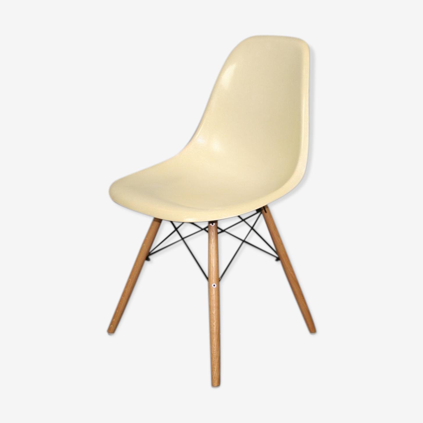 Chaise dsw blanc Eames Herman Miller vintage chêne