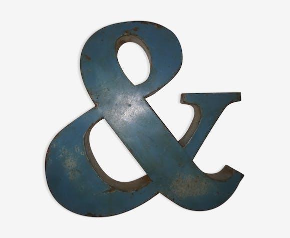 lettre ancienne en t le symbole esperluette m tal bleu industriel r4iwcrj. Black Bedroom Furniture Sets. Home Design Ideas