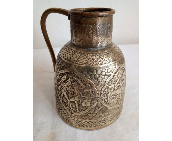 Ancien pichet Persan en laiton gravé XIXème
