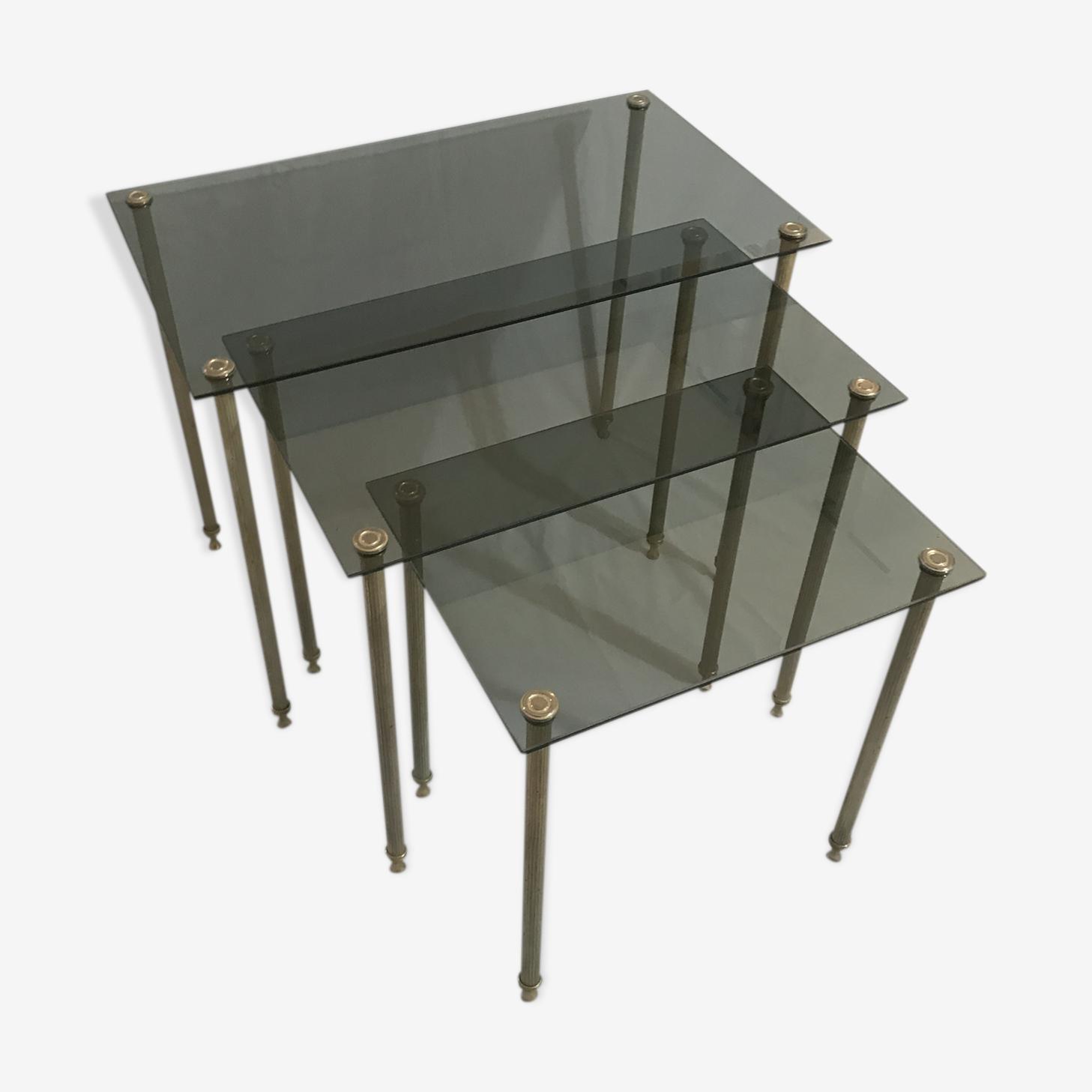 Tables gigognes en métal doré et verre fumé 1970