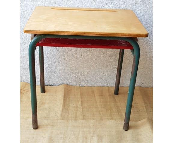 Table d'écolier avec casier