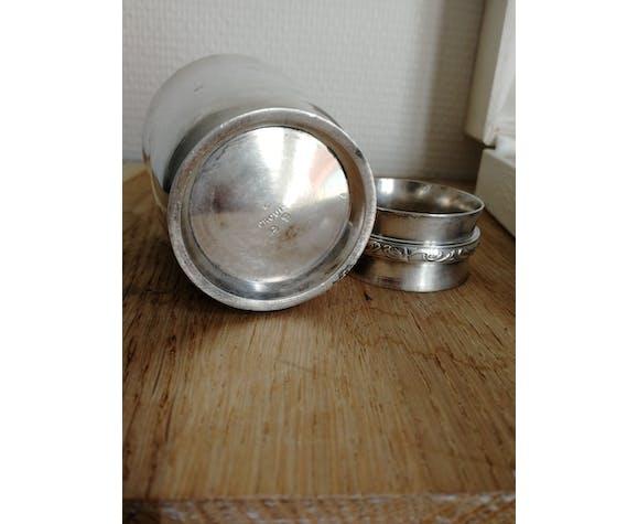 Timbale et rond de serviette en métal argenté