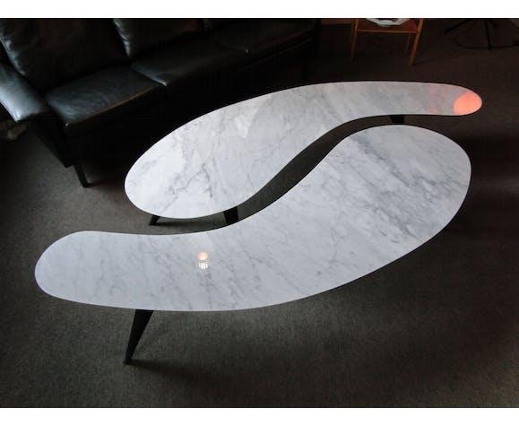 Paire de tables basses en marbre biseauté tripode