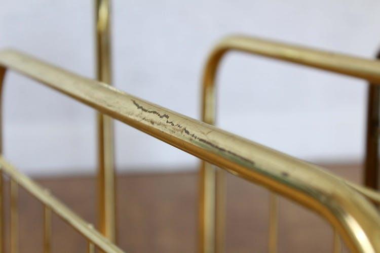 Porte revues vintage en métal laitonné