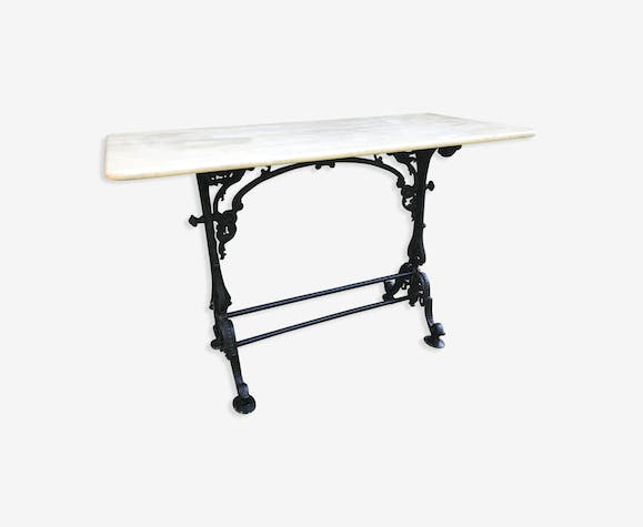 Top marble and cast iron Victorian base bistro table