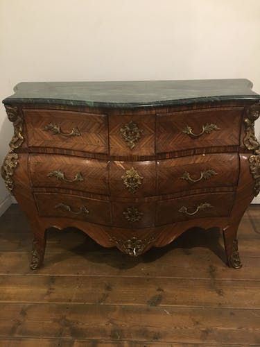 Commode galbée Louis XV