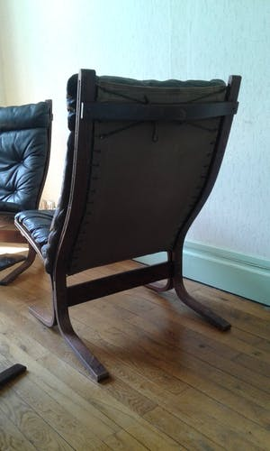 """Ensemble de deux fauteuils et une table basse """"Siesta"""" par Ingmar Relling"""