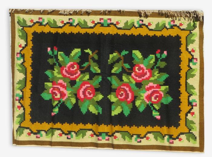 Tapis berber en laine sur fond noir 194x131