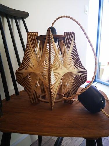 Suspension vintage scandinave en bois et fils tendus