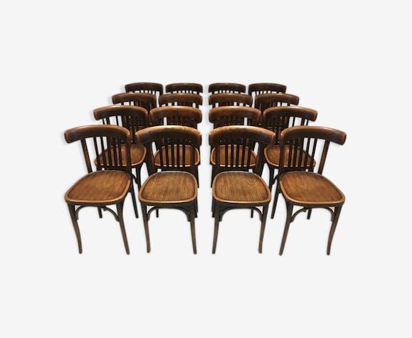 Suite de 16 chaises de bistrot anciennes