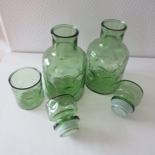 Paire de carafes et verre verts