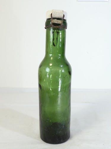 Bouteille vert L' idéale en verre soufflé nº 2