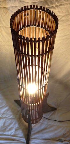 Lampadaire en bois forme tube 1950
