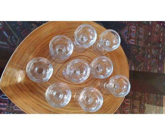 Série de 9 verres anciens taillé sur pied
