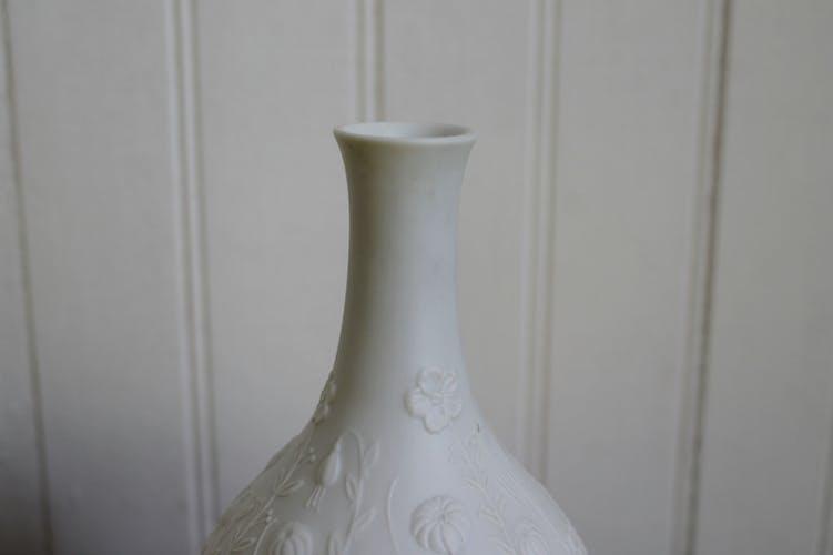 Vase in porcelain biscuit M.Frey for AK KAIZER