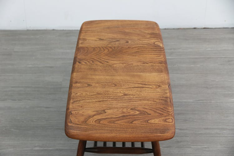 Table basse Ercol avec support de magazine