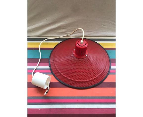 Suspension ancienne design métal perforé rouge