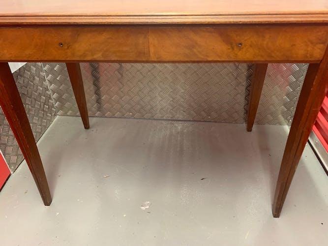 Table avec pieds en compas