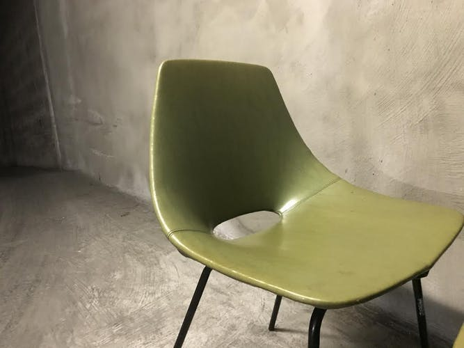 "Chaise ""Tonneau"" Pierre Guariche, édition Steiner"
