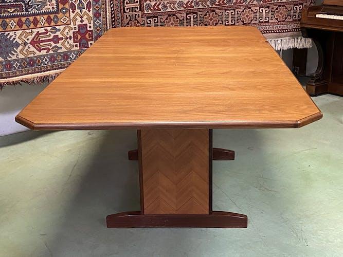 Table en teck G Plan des années 70
