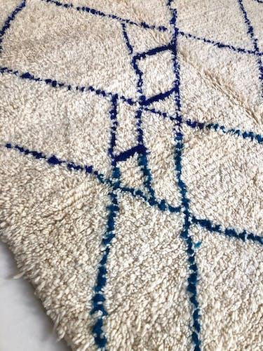 Tapis berbère marocain Beni Ouarain à motifs bleu majorelle et turquoise 2,33x1,61m