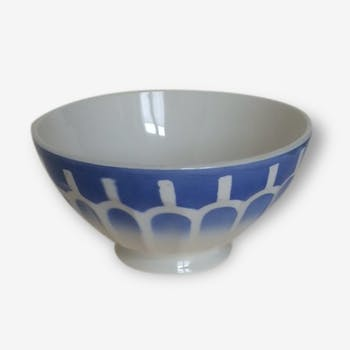 THE earthenware bowl