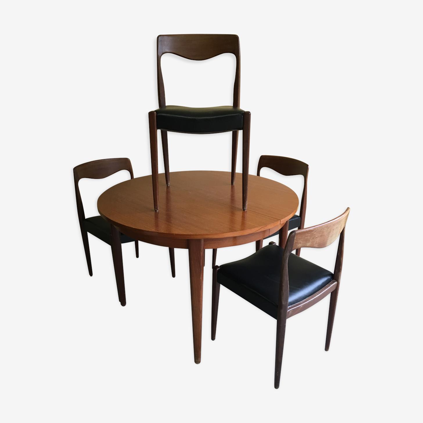Ensemble danois d'une table et quatre chaises