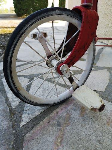 Tricycle ancien enfant
