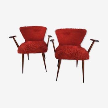 Paire de fauteuils en teck et moumoute rouge