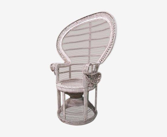 Chair emmanuel