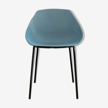 Shell chair, by Pierre Guariche for Meurop
