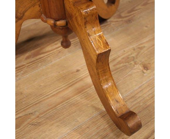 Table d'appoint italienne incrustée de noix et d'érable du XIXe siècle