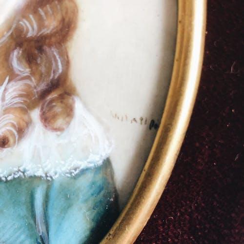 Peinture miniature ancienne sur ivoire signée