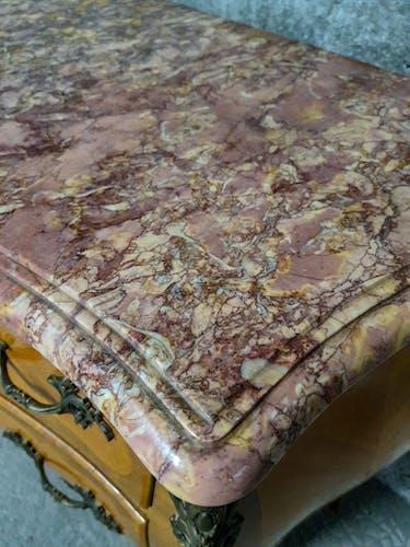 Commode Louis XV en marqueterie et marbre rose