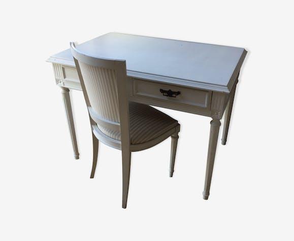 Bureau bois blanc et chaise bois matériau blanc classique