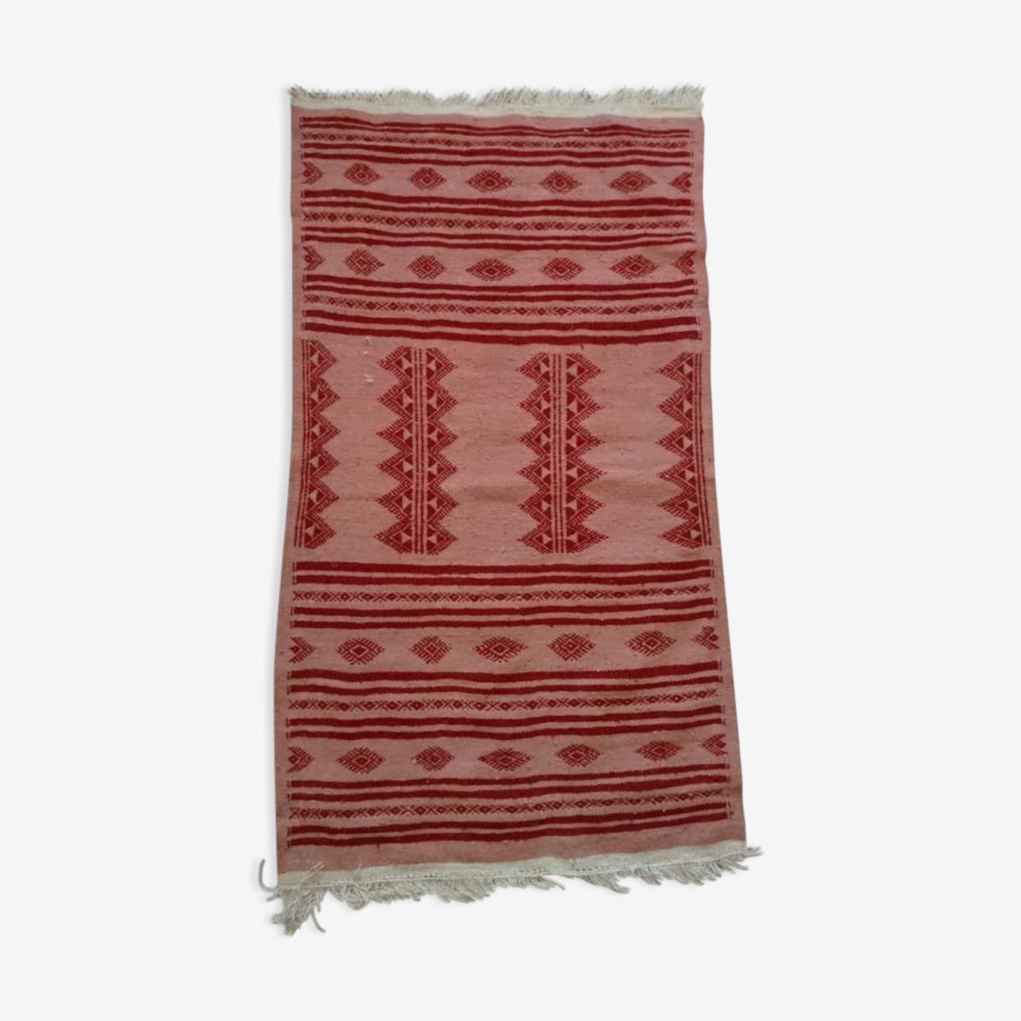 Tapis berbère rose et rouge 110 x 66 cm