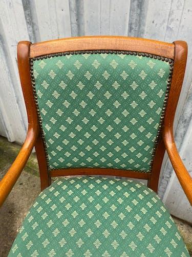 Paire de fauteuils bras en crosse tissus à fleur vert en merisier