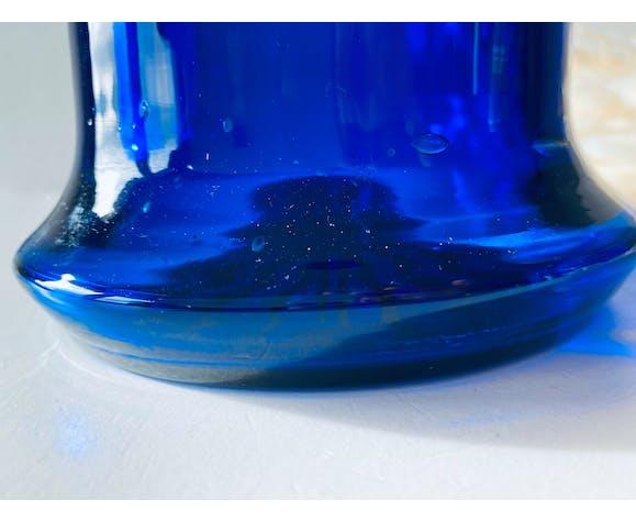 Vase en verre bleu