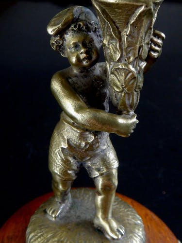 Bougeoir au putti en bronze doré XIX