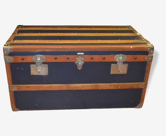 ancienne malle de luxe lavoet en cuir et bois cuir bleu classique 112447. Black Bedroom Furniture Sets. Home Design Ideas