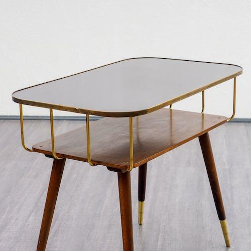 Table basse années 50, avec laiton
