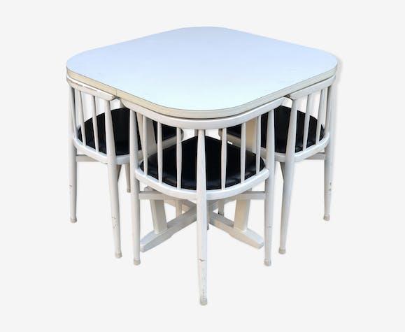 Table et de quatrs chaises encastrables en bois,  édition Thonet