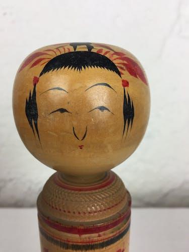 Poupée japonaise Kokeshi peinte à la main des années 1960