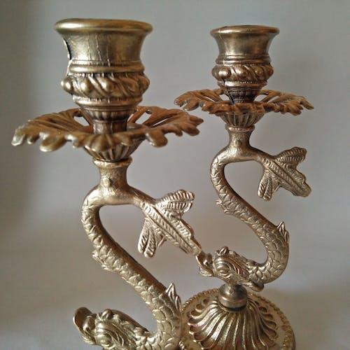 Paire de bougeoirs en bronze doré, forme dauphin art nouveau XIX siècle
