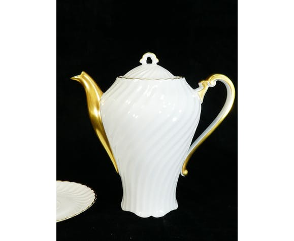 Service a café en porcelaine blanche et doré de Limoges